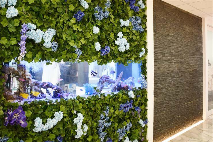 オフィスのエントランスに設置 華やかなアクアリウム水槽事例 水槽画像2