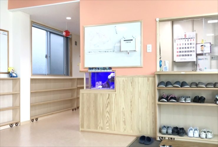 墨田区 保育園のエントランス 60cm海水魚水槽 設置事例 水槽画像3