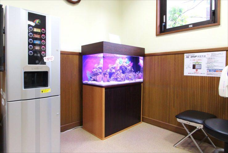 青梅市 医院の待合室 90cm海水魚水槽 設置事例