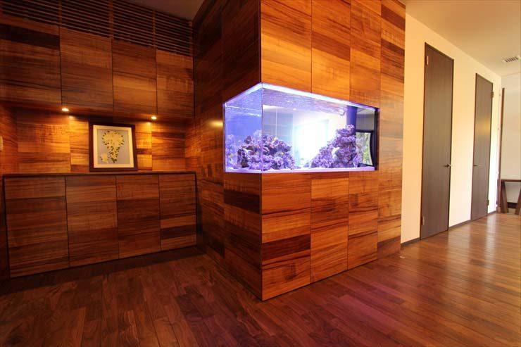 埼玉県志木市 個人宅・企業様エントランス 136.5cm海水魚水槽 設置事例 メイン画像