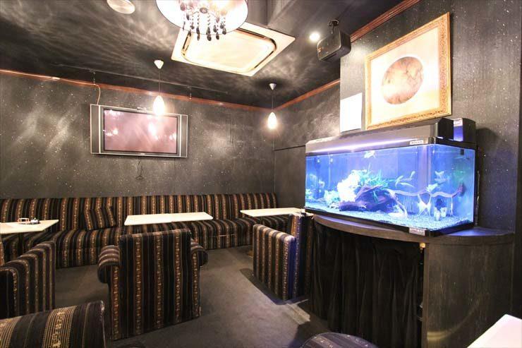 池袋 飲食店様  90cm淡水魚水槽  設置事例 メイン画像
