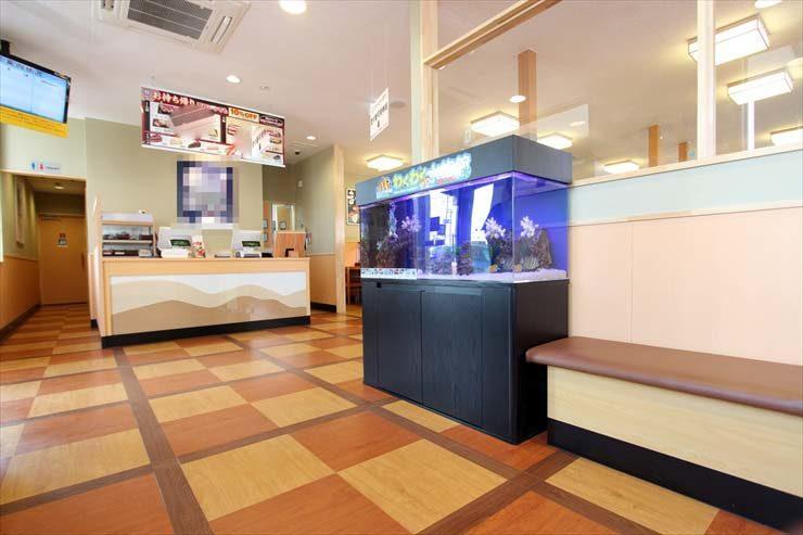 埼玉県越谷市 飲食店様  120cm海水魚水槽  設置事例 メイン画像