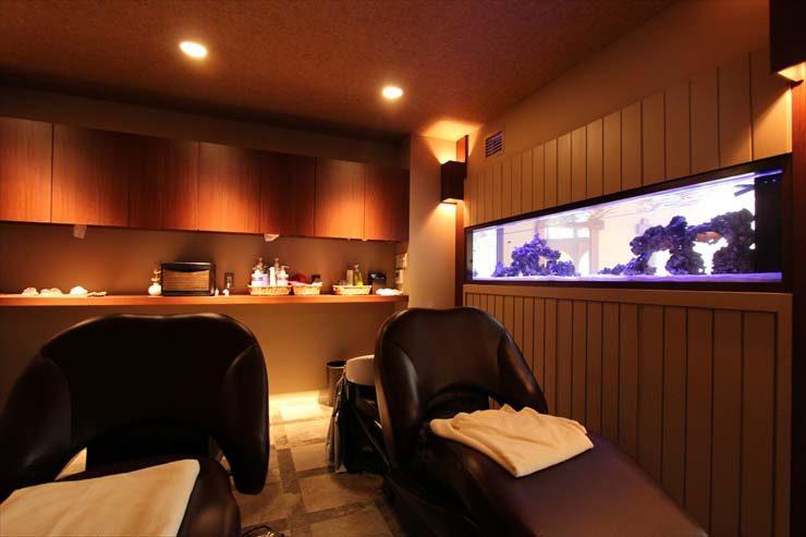 東京都三鷹市 美容院様  200cm海水魚水槽  設置事例 水槽写真