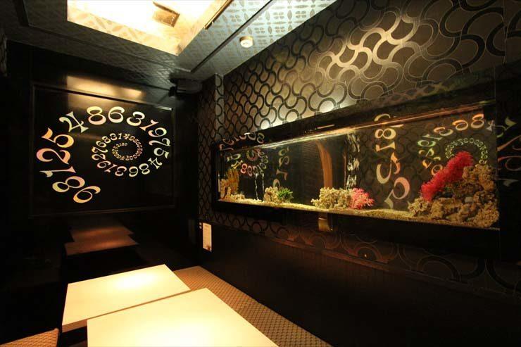 上野 飲食店様  180cm海水魚水槽  設置事例 メイン画像