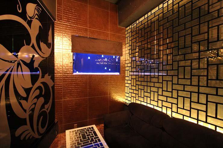 東京都新宿区 ファルファーラ様 130cm人工クラゲ水槽  設置事例 メイン画像