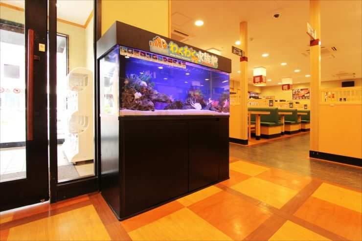 葛飾区 飲食店の待合室に設置 120cm海水アクアリウム メイン画像