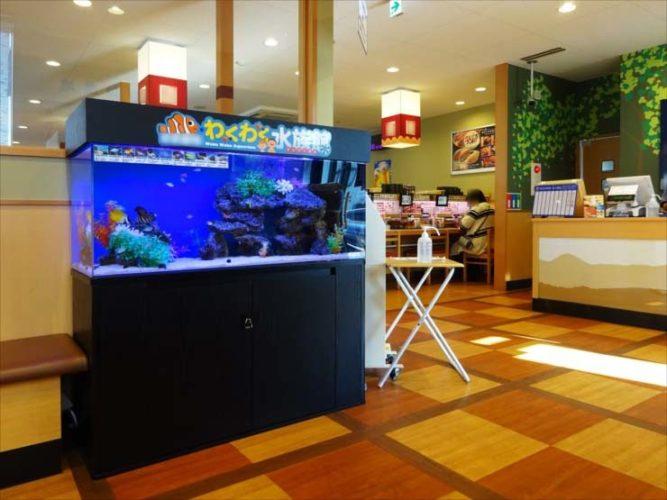 飲食店(回転寿司)待合スペース 120cm海水魚水槽 設置事例 メイン画像