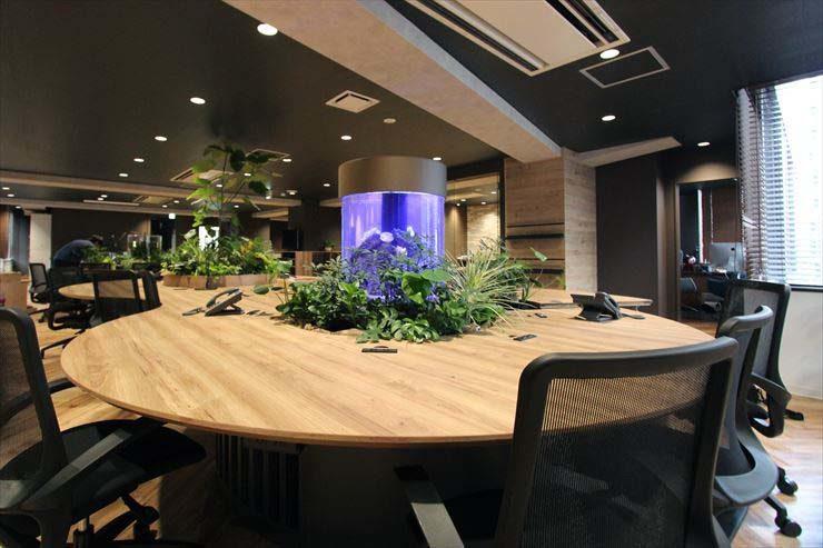 渋谷区 企業 ワークスペースに設置 円柱アクアリウム2台の事例