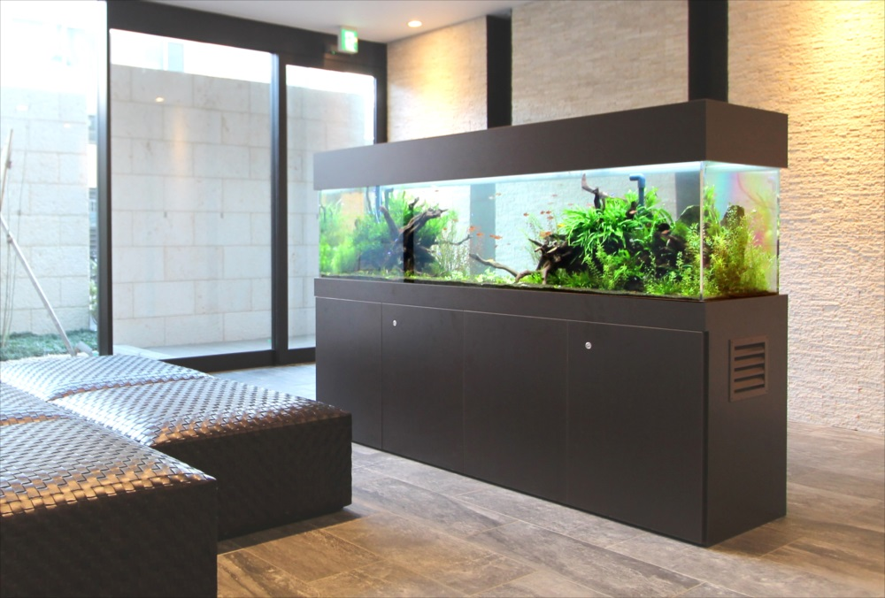 マンションのエントランス 180cm淡水魚水槽 設置事例 メイン画像