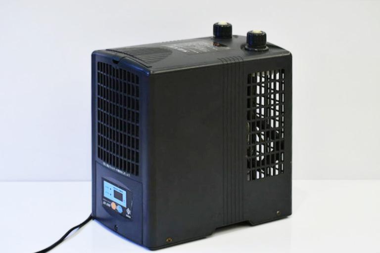 水槽用クーラーの設置方法を画像で解説!ポンプとの接続や温度設定方法 水槽画像